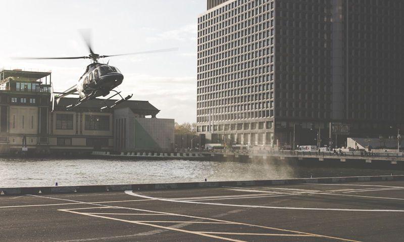 Bell 407 landing on Pier 6 heliport